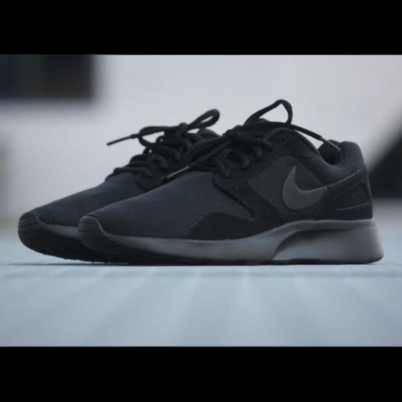 306447bc2d4a4 Nike Kaishi Running Shoes Triple Black Men s 11.5.  M 5ad669633800c5312dfbea69